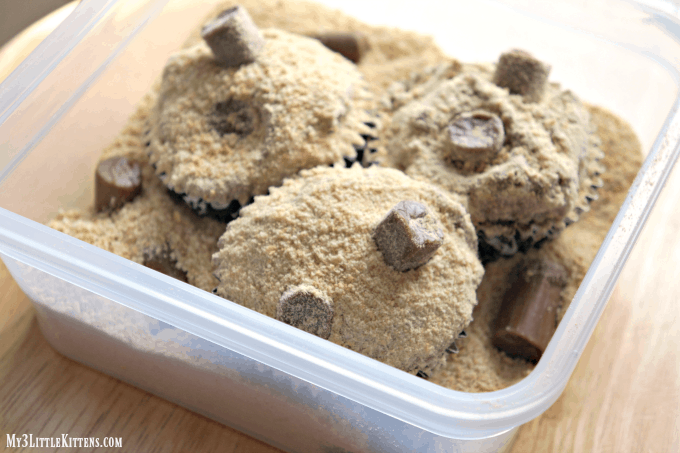 These cat litter cupcakes are super quick and easy!