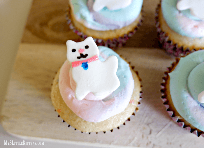 These Easy Kitty Cupcakes For Kids Are Perfect for All Ages!