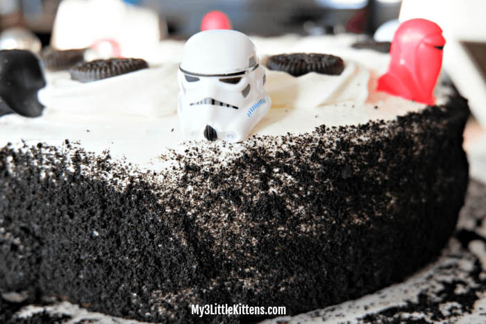 Easy DIY Storm Trooper Star Wars Birthday Cake! Ideas galore!