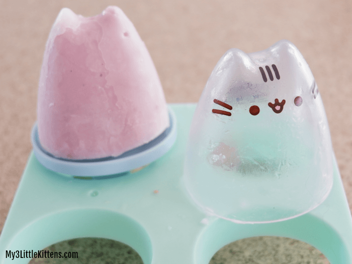 These Pusheen Yogurt Popsicles are perfect for kids, but healthy! Choose your favourite yogurt and this frozen treat will blow your mind!